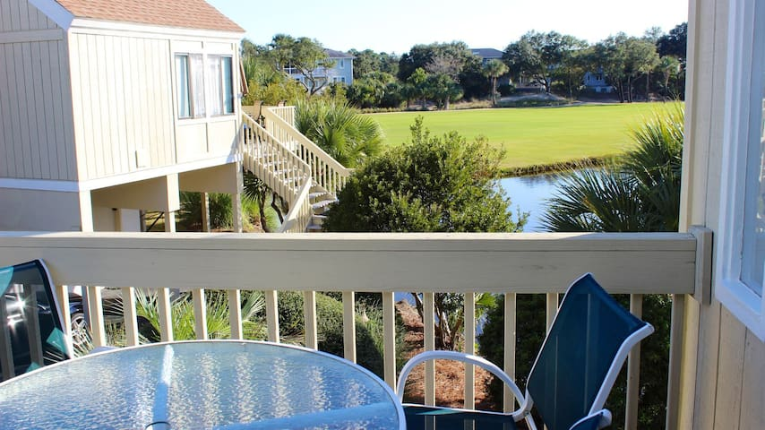 Bright Decor! 3 BR/3 BA Cottage; Family & Pet Friendly! Pools/Beach Nearby!