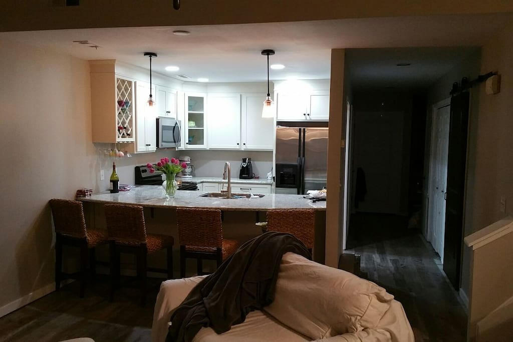 Newly updated kitchen, complimentary Coffee and Continental Breakfast.