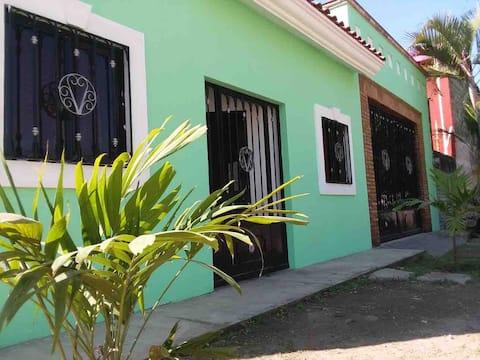 """""""CASITA LOS COCOS""""ubicada en playa los cocos."""