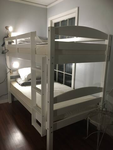 Comfortable Dorm Room Style Near Dallas! 4-3