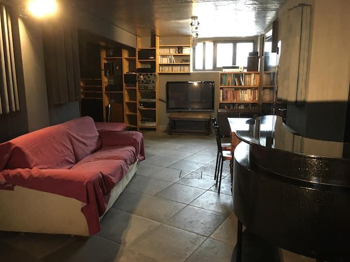 basement 40sqm flat private entranc