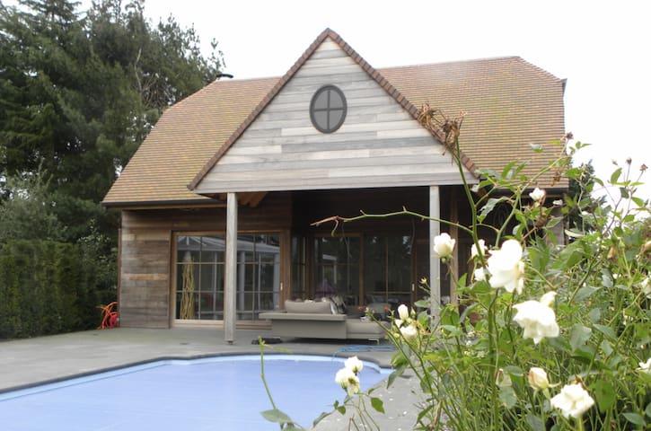 Moderne poolhouse met zwembad in Nevele