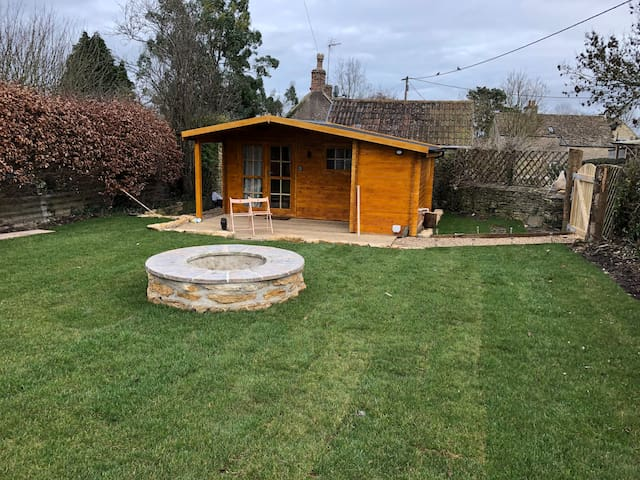 Cotswold Cosy Cabin