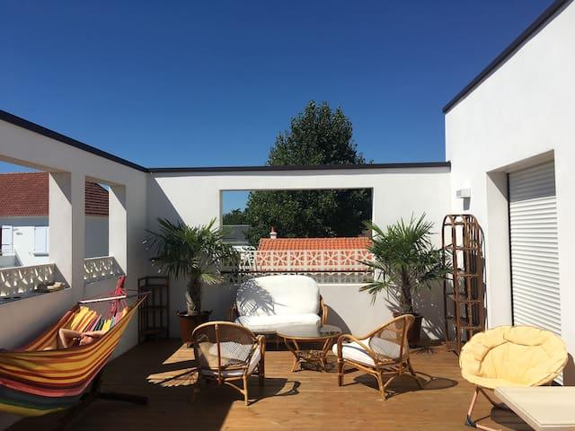 Maison à 500 m de la mer avec Jacuzzi privatif