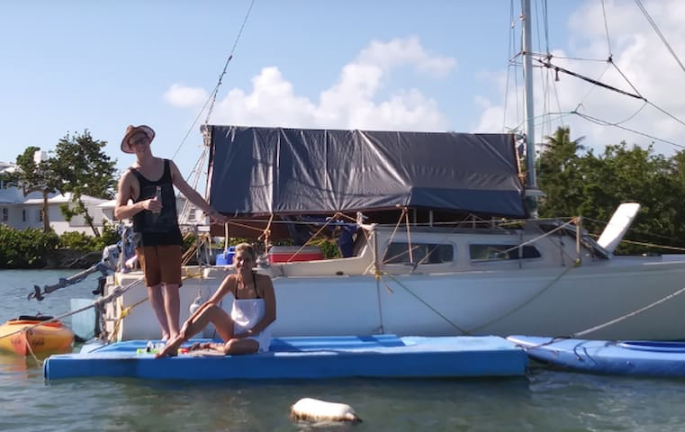 Cozy, 22-Foot Eco Sailboat with Kayak (s)