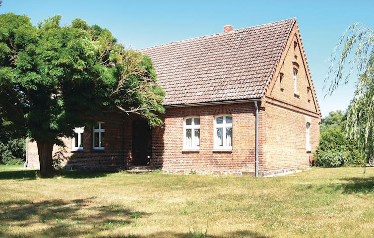 Holiday cottage with 3 bedrooms on 160 m² in Lärz