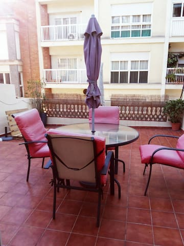 Sunny Terrace and nice location in Barcelona - Barcelona - Apartment