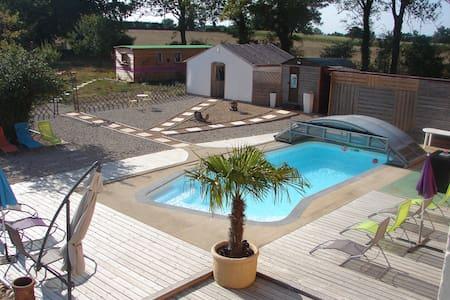 """Chambre """"Héron"""" avec piscine spa - Saint-Trivier-sur-Moignans"""