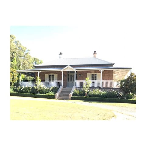 Bunya House Historic Home - Bowral walk to town