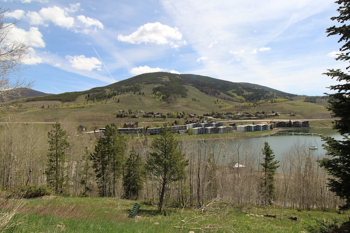 Two Bedroom with Spectacular View of Lake Dillon. CC42
