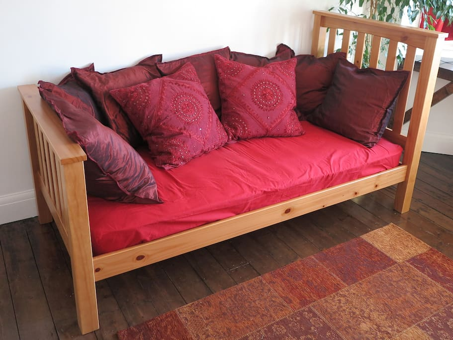 Can add cushions to one bed to make it into a sofa for a single guest