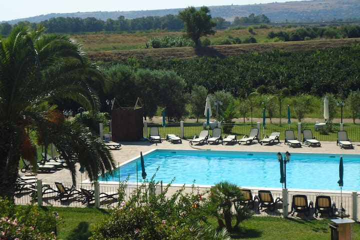 Charming Holiday Home in Carlentini with Pool & Tennis Court