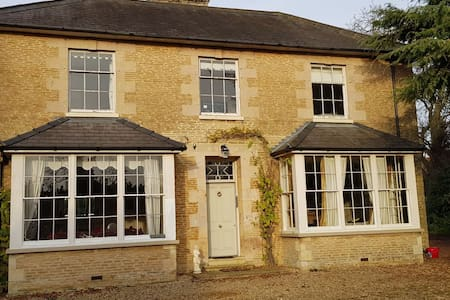 Beautiful Large Georgian Manor House. 14 Guests.