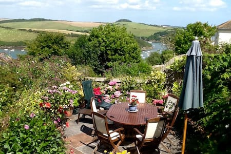 Light Ground Floor Room with Private Entrance - Salcombe