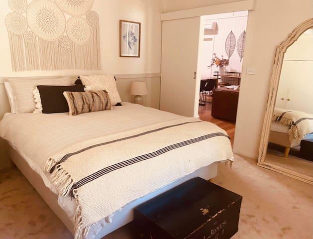 Bedroom 1 *  Queen Bed * Bedside Tables * Lamps