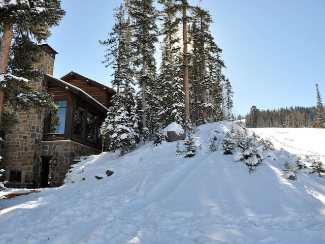 Two Trails - Skiside, Hot Tub, Pool Table, More!