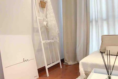 「纯白」白色摩洛哥|投影仪| 万达广场| 楼下商圈 | 交通便利 | 龙岩学院 | 近龙津湖
