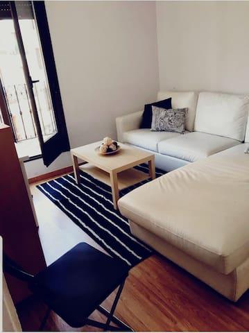 Sencilla y cómoda habitación para visitar Madrid