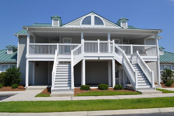 Holden Beach Golf course Condo w/ beach access