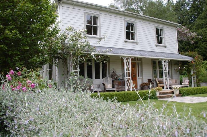 Coombe Farm, B&B, Akaroa, Banks Peninsula - akaroa - Bed & Breakfast