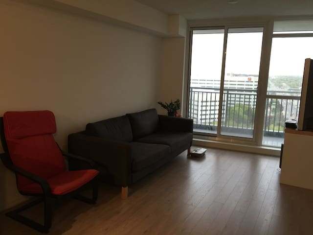Cozy 1BD condo close to downtown TO