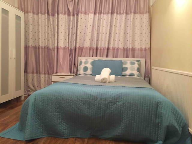 Double bedroom, quiet, safety  30 min to  central