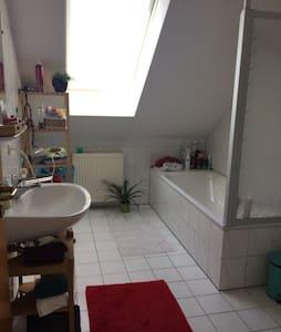 Gemütliche Dachgeschoss Wohnung - Sulzbach am Main - 公寓