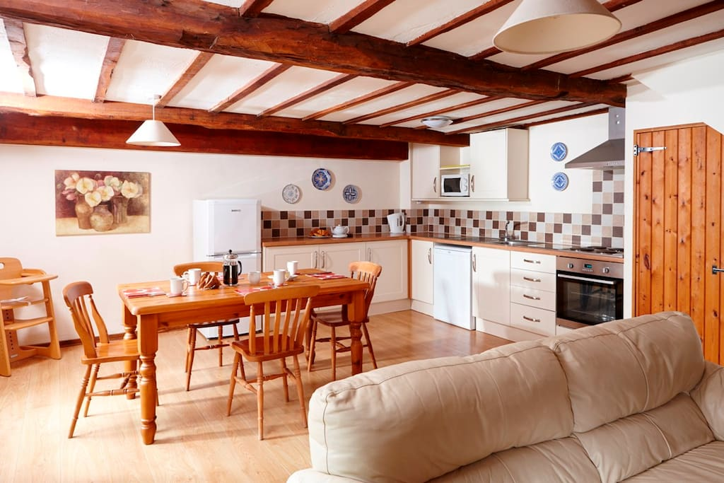 Larch Cottage - spacious open plan kitchen/dining area