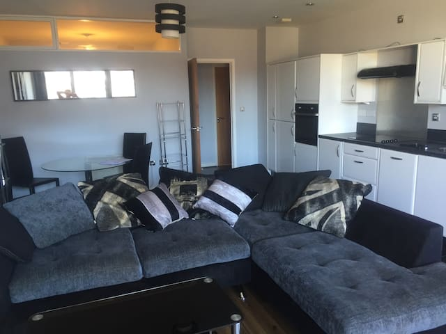 Jewellery Quarter en suite 2 bed apt with balcony - Birmingham