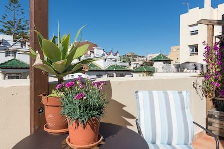 Hab. con baño y terraza privados - Malaga - Apartment