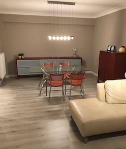 Fris gemeubeld appartement - Aartselaar - Lejlighed