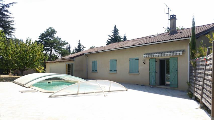 Maison provençale avec piscine - Cliousclat - Casa