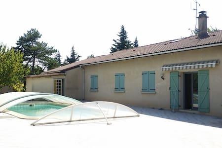 Maison provençale avec piscine - Cliousclat