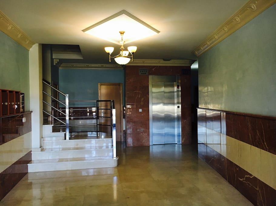 Ascensor / Elevator