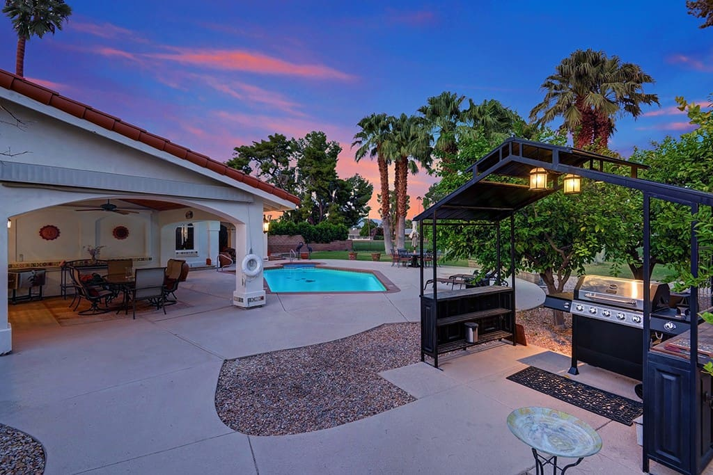 Enjoy the sunset while you BBQ - Oranj Palm Vacation Homes