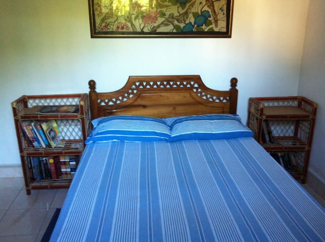 Negombo-Chris's Homestay Bedroom 1 - Negombo - House
