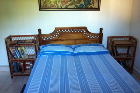 Negombo-Chris's Homestay Bedroom 1 - Casa