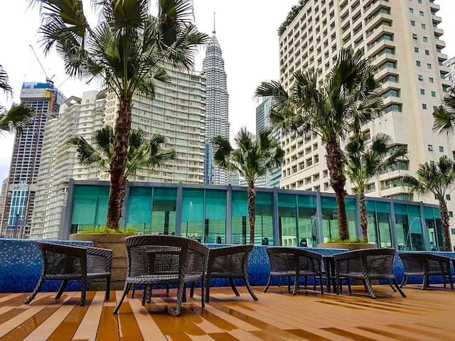 Swimming pool Cafe