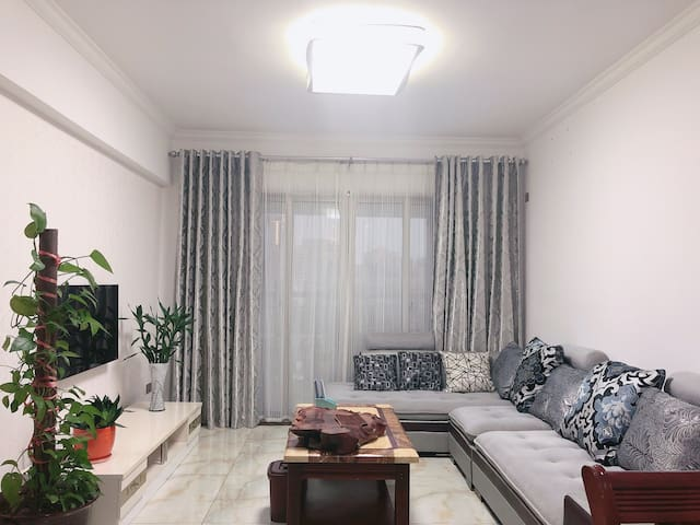浩缘居  北部湾广场交通最方便的两居公寓