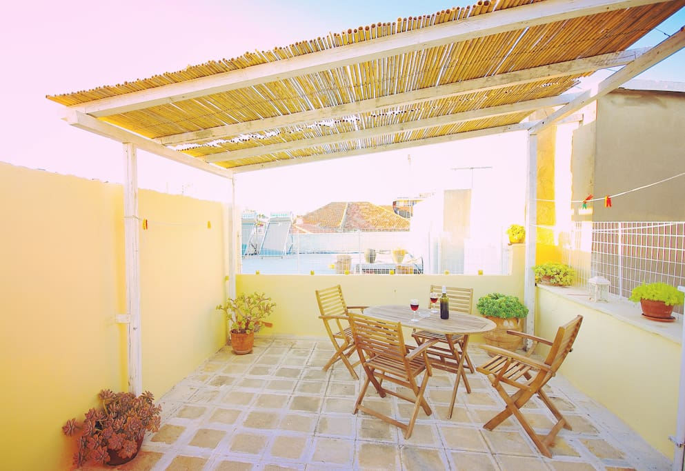 Private roof terrace with views to Rethymno's castle (Fortezza)