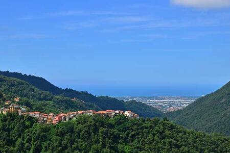 Villa immersa nelle Alpi Apuane