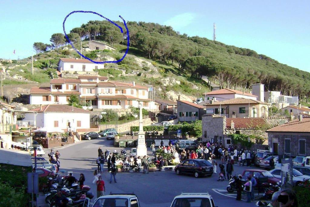 Casa vista dalla piazza - House view from the square