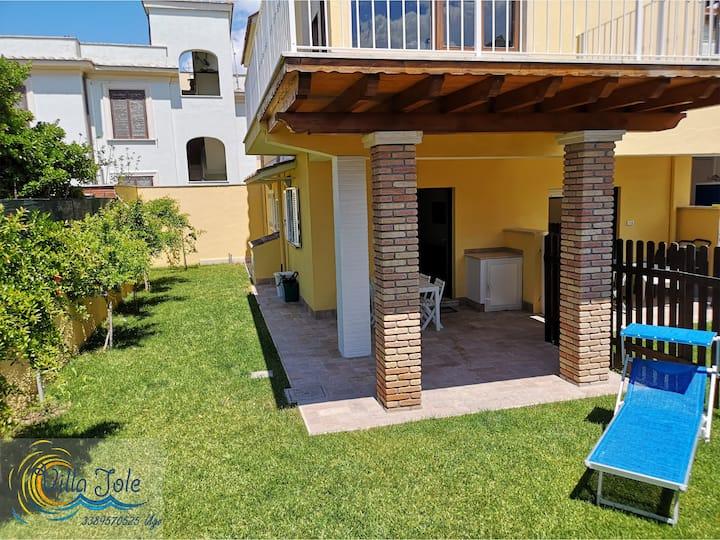 Villa Iole app.1 con giardino a due passi dal mare