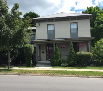 1000 Island Escape, 1860's home, 1 BDRM Apartment - Gananoque - Appartamento