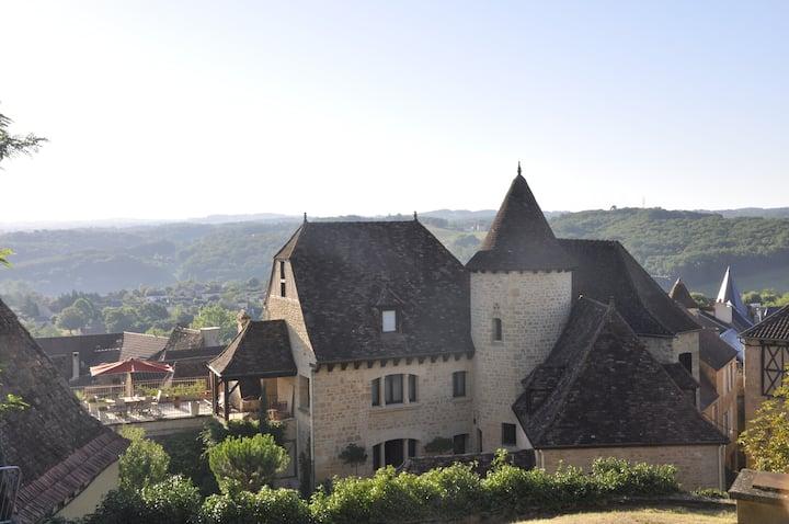 Chez Tante Elise au sommet du Gourdon médiéval