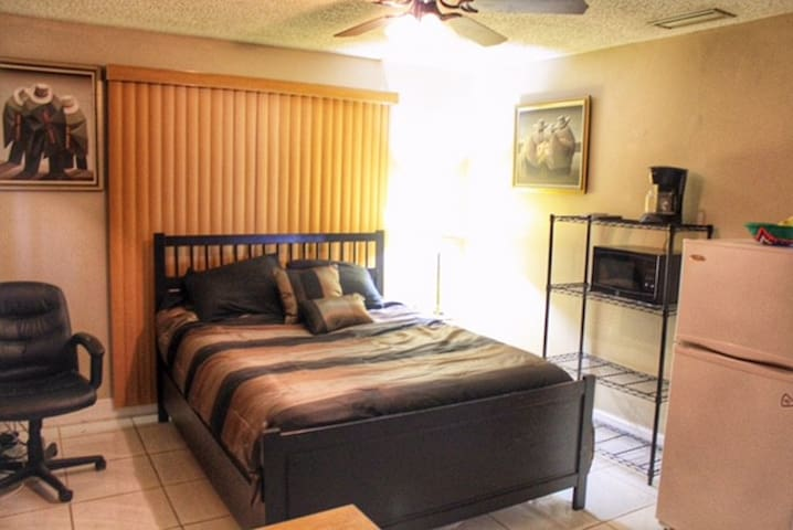 Pompano Bch-minutes from the beach