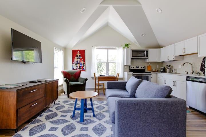 New Denver/Berkeley private carriage house