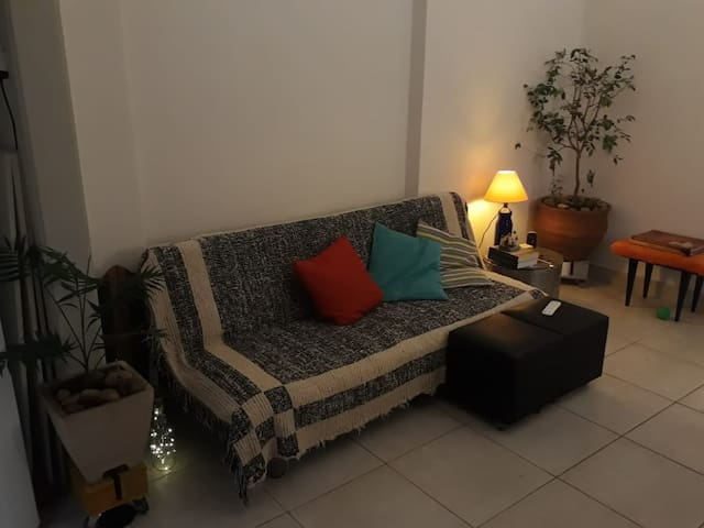 Small Copacabana apartment 2 min from beach