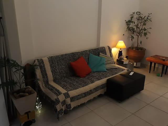 Small Copacabana apartment 2 min from beach
