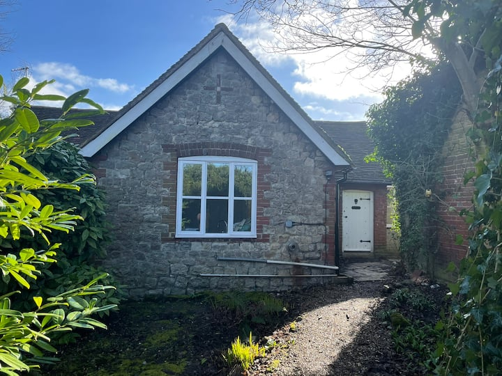 Countryside Garden Cottage, dog & family friendly